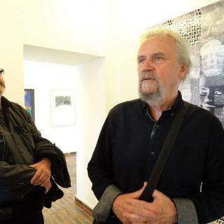 Vpravo Miloslav Polcar, kurátor výstavy